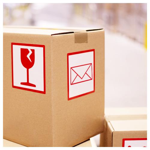 naklejki logistyczne naklejone na karton